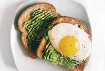 VEG // breakfast / High protein breakfast, vegetarian, vegan, vegetarian breakfast, vegan breakfast, eggs, avocado toast, smoothies, muffin recipe, breakfast recipe, easy breakfast recipes.
