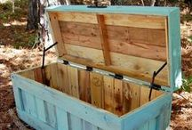 Pallet Love ♥ / So many great pallet projects, so little time! We just love pallets!