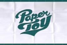 Papercraft / La maquette en carton utilise le papier et le carton, matériaux faciles à mettre en œuvre, pour réaliser des objets divers (cartonnage) comme les maquettes.