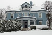 Victorian homes / by Leslie Keeslar