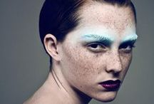 Beleza / Maquiagem, cabelos e beleza em geral de desfiles de moda.