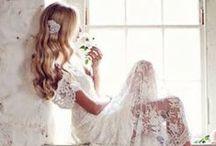 Vai casar? / Imagens inspiradoras de noivas, vestidos, arranjos, e decoração em geral para casamentos. / by Andréa Peixinho