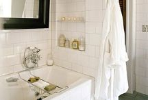 Bathrooms / by Kayla Gagne