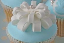 Cupcakes, Cake Pops & Truffles / by Beverly Wallace