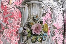 Verjaardagskalender LOVELY FLOWER - Birthday Calender LOVELY FLOWER / Wenskaarten kollektie KendieKaart by MOK STUDIO; Lovely Flower bijpassende verjaardagskalender met metaal ringbandje en echt kanten ophanglintje, in plastic verpakt. Greeting cards KendieKaart collection Lovely Flower Limited Edition matching birthday calender with real lace string, wrapped in plastic #capodimonte #floral #capodimonte #capodimonte porcelain #floral vases #greeting cards #birthday calender