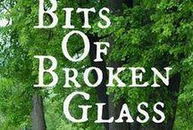 Bits of Broken Glass / Four classmates attend a 25-year high school reunion.