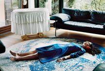 Guia Besana / Me ha interesado el trabajo de Guia Besana porque explora la condición femenina y como ésta se presenta como sinonimo de perfección.  Su trabajo se dirige a cuestiones que afectan las mujeres que buscan un equilibrio imposible entre trabajo, matrimonio y la maternidad, la belleza y la aceptación en el mundo contemporáneo.  Fotografía metafóricamente las tensiones psicológicas de cada mujer atrapada y suspendida en estos universos alternativos de identidad.
