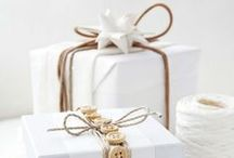 Gift wrapping ideas / Pretty examples of natural looking ways to wrap a gift using kraft paper, ribbon, things from nature, and burlap. / by Bargain Hoot.com = DIY crafts