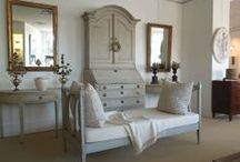 EVERYTHING WHITE / Decorating with different shades of white and very pale colors. / by FlapperMim Vargas