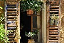 Le finestre delle case degli altri / Aprirsi al mondo... A volte chiuderlo fuori