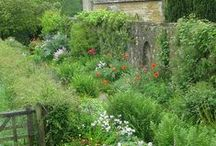 TRAVEL: ENGLAND / My garden heartthrob country is England in summer.
