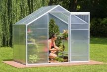 Jardin & piscine / Retrouvez tous les accessoires indispensables pour le jardinage, la décoration et les loisirs de jardin.