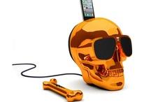 Mais qui a volé l'orange ? / Si vous adorez la couleur orange et les symboliques qui lui sont rattachées, ce board vous est dédié. :) Retrouvez-y une sélection de produits arborant cette couleur avant tout synonyme d'énergie !