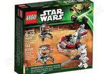 LEGO Star Wars / Créée à la fin des années 1940, la marque LEGO a su s'imposer comme étant un jouet très populaire, que ce soit auprès des garçons comme des filles.   Parmi les nombreuses collections qui ont vu le jour, la franchise à succès Star Wars a été adaptée en petite brique.   Personnages, scènes ou encore vaisseaux, les fans de Star Wars n'auront que l'embarras du choix pour se replonger dans la galaxie lointaine, très lointaine : http://www.ubaldi.com/373/lego-star-wars--pl240.php