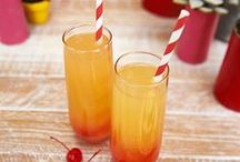 Barefoot Wine Drink Recipes / When it's time to get Barefoot and have a great time, mix up one of these delicious Barefoot Wine & Bubbly cocktail recipes! Pop a cork, grab an umbrella straw, and enjoy.