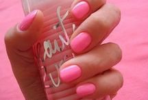 Polish de Nails / by Lindsey Whittle