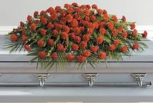Red Funeral Inspiration / Here are a few red-colored funeral stationery themes and floral arrangements to give you inspiration.