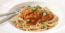 Lekker Vega. Linzen / Gedroogde Linzen en vegetarisch gerechten gaan heel goed samen. Linzen bevatten veel eiwitten en zijn daarom een perfecte vleesvervanger.  Gebruik je gedroogde linzen, dan hoef je ze niet altijd perse te weken en zet je in een handomdraai een lekkere voedzaam, veganistisch gerecht op tafel.