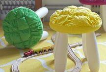 Σειρά STICKAT / Η σειρά STICKAT χαρακτηρίζεται από τα ζωντανά και παιχνιδιάρικα χρώματα και τον απλό σχεδιασμό. Είναι κατάλληλη για παιδιά από 3 ετών και άνω.