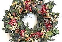 Wreaths / by Robin Lavertu