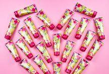Sweet Pea / Swoon over Sweet Pea's fruity & floral blend of red raspberries, crisp pears & pretty pink peonies.