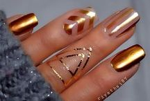 claws. / Hand Things: nails, rings, etc.