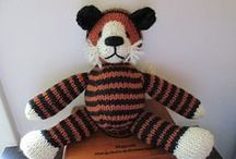 Amigurumi - Knit / Knit toys and dolls (amigurumi) projects and patterns. / by Underground Crafter
