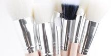 Brush Envy / 100% PURE® Makeup Brushes are 100% vegan and 100% cruelty free. Made with antibacterial synthetic fibers, these makeup brushes are perfect for your skin and the environment.