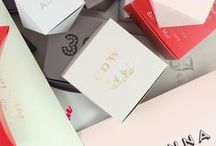 Foil Personalised Gift Boxes / Create a unique, personalised box for storing photos, mementos, jewellery/accessories, stationery, wedding keepsakes, ephemera & miscellanea. 38 fonts, 12 foil shades, 12 paper colours, up to 600 characters, any language. Handmade in England. Prices from £12.95. All personalisation free of charge.