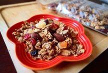 Fruits Granola / アップル、クランベリー、キウイ、バナナ、パイナップル、アプリコット、レーズンの7種類のフルーツがたっぷり!定番の人気商品です。フルーツグラノーラ:350g/950円
