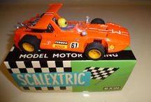 COLECCION SCALEXTRIC / Slot Cars Scalextric en pista. Amplia colección de Scalextric en miniatura, con sus piezas y complementos.   Más Scalextric en http://www.todocoleccion.net/s/scalextric