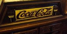 COLECCION COCA-COLA / Colección de artículos en venta de las más famosa y conocida marcas de refrescos del mundo; Coca-Cola Pepsi, desde  carteles, camisetas, pines a todo tipo de  merchandising de la marca Coca - Cola con más de 120 años de historia. http://www.todocoleccion.net/s/coleccionismo-bebidas-coca-cola-pepsi