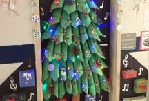 Bulletin Boards: Christmas and Winter Holidays-Themed / by Polly Wickstrom