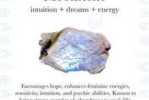 Moonstone / Intuition + Dreams + Energy