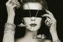 THE STORY OF BLESS / Moda to miks tradycji i najnowszych trendów. Zainspiruj się historią współczesnej biżuterii, dowiedz się, jak powstały jubilerskie ikony.  Dlaczego kobiety kochają diamenty, ile wart jest najczęściej kopiowany pierścionek zaręczynowy świata, co łączy starożytny Egipt i gwiazdy Hollywood? Zajrzyj do Słownika Blasku na naszym blogu! Get inspired with YES is My Bless!   http://yesismybless.com/