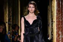 GOSIA BACZYŃSKA SPRING/SUMMER 2015 / Gosia Baczyńska to jedyna polska projektantka, która już od trzech sezonów prezentuje swoje kolekcje w ramach Paryskiego Tygodnia Mody. Tym razem wystąpiła w głównym programie Paris Fashion Week w Pałacu Monako – w rezydencji Ambasadora RP we Francji. To jedno z najbardziej reprezentacyjnych i prestiżowych miejsc w Paryżu! Baczyńska pokazała niezwykłą, inspirowaną twórczością Henry'ego Millera kolekcję Wiosna/Lato 2015.   www.YESisMyBless.com/inteligentna-prowokatorka-gosia-baczynska-w-paryzu/