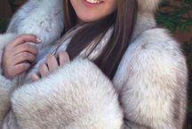blue&white fox fur coat
