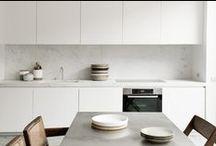 concrete kitchens ideas / Modern kitchens with concrete look counters. For more inspiration visit | www.naturalmoderninteriors.blogspot.com