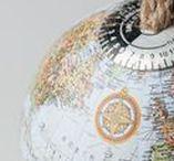 GESCHENKE FÜR WELTENBUMMLER / Schöne Dinge, die das Herz jedes Weltenbummlers höher schlagen lassen! Von Turnbeutel mit Landkartensprint bis zu Halsketten auf denen alle Kontinente dieser Erde eingraviert sind. Ihr findet auf diesem Board die allerschönsten Reisebegleiter und Geschenke für eure nächste große Reise.