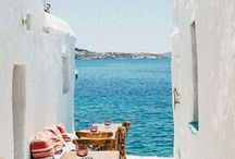 GRIECHENLAND REISETIPPS UND INSPIRATIONEN / Urlaub in Griechenland bedeutet leckeres Essen, Inselfeeling, kleine romantische Fischerdörfer, griechische Musik und Unmengen an romantischen Gassen zum Schlendern. Wir sind ganz verliebt in Griechenland und möchten euch auf diesem Board die schönsten Urlaubsziele Griechenlands vorstellen. Paros, Korfu, Lefkas, Zakhyntos, Rhodos, Kefalonia, Santorin, Kykladen, Ionic Islands, Santorini, Kreta, Greece.