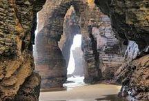 """PORTUGAL REISETIPPS UND INSPIRATIONEN / Portugal bedeutet Wind, Atlantik, Wellen und super Surfbedingungen. Städte wie Porto und Lissabon verzaubern. Wer den Atlantik und die wilde Küste mit Wind und Wellen liebt findet in Portugal das Paradies auf Erden. Die schönsten Plätze möchten wir euch auf unserem Board """"Portugal"""" zeigen. Faro, Lagos, Surfen, Aljezur, Lissabon, Porto, Sagres, Surfing, Atlantik."""
