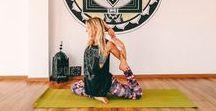 YOGA INSPIRATION / Yoga auf Reisen zu machen ist gar nicht schwer und hilft manchmal Wunder! Yoga hilft aber auch beim Durchatmen, bei sich ankommen und beim Gesund bleiben oder es wieder werden. Yoga hilft uns Achtsam mit uns und unserem Körper umzugehen. Klingt gut oder? In diesem Board sammeln wir Yoga-Übungen, sowie Orte an denen ihr besonders schön Yoga Kurse machen könnt.