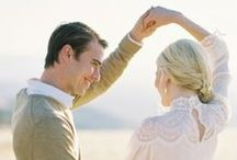 PHOTO STYLE / What to wear to an engagement session : Clothing and outfit ideas for couples who are planning their engagement sessions.