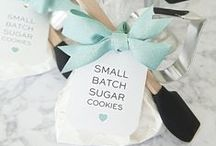Homemade Gift Ideas / Board with tons of creative homemade gift ideas for Christmas, hostess gifts and almost any occasion.