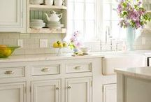 Dream Kitchen / Design ideas for a country kitchen, inspired by the Practical Magic kitchen, kitchen decor, country kitchen, Victorian kitchen, witchy kitchen