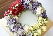 Buttercream Flower Cakes / Flower wreath made with italian meringue buttercream, totally edible (for the eyes too). I made all of them :) http://thesweetspot.com.my
