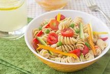 Picnic-Friendly Recipes / Heading out on a family picnic? Pack a few of these healthy packable recipe ideas in your basket.