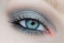 MakeUp & hair Looks / by Chloe Watters
