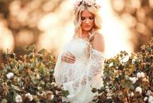 Maternity Style / Gorgeous style for your maternity photo shoot! Dress up your bump with flowing dresses, flower crowns and beautiful hair styles!