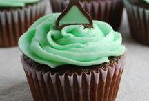 Cake & Cupcakes / by Lindsay B